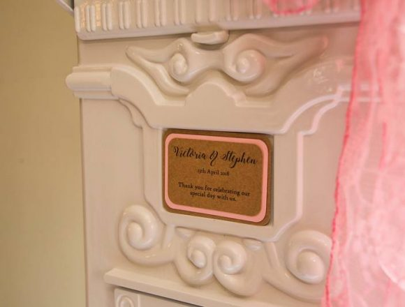 close-up-on-white-post-box-name-card-with-pink-bow