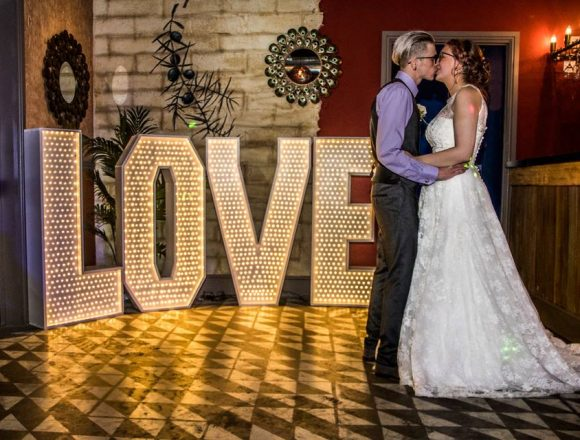 couple-dance-infront-of-love-letters
