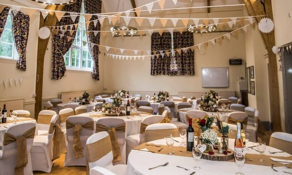 gold-theme-venue-dressing-and-chair-covers